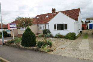 3 Bedrooms Bungalow for sale in Balmoral Road, Sutton At Hone, Dartford, Kent
