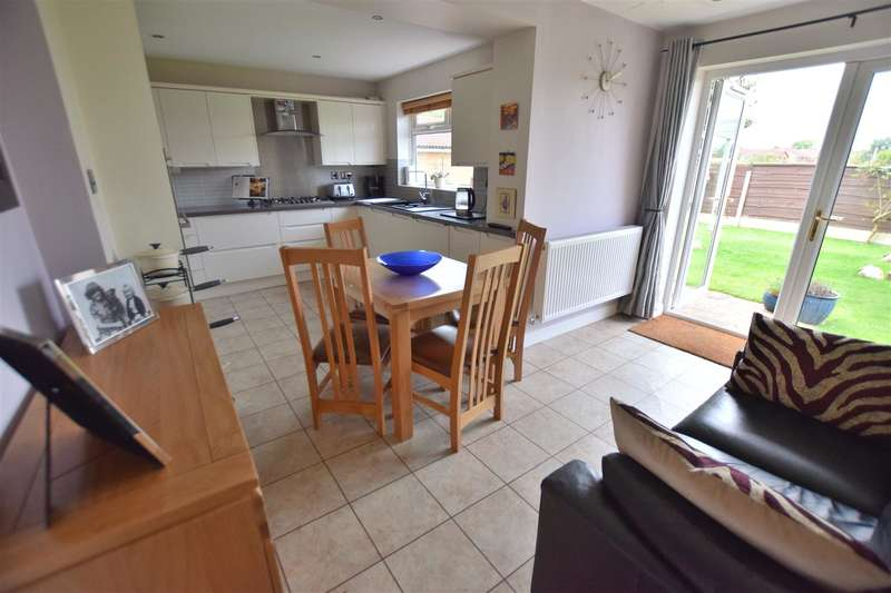 5 Bedrooms Property for sale in Christopher Acre, Rochdale