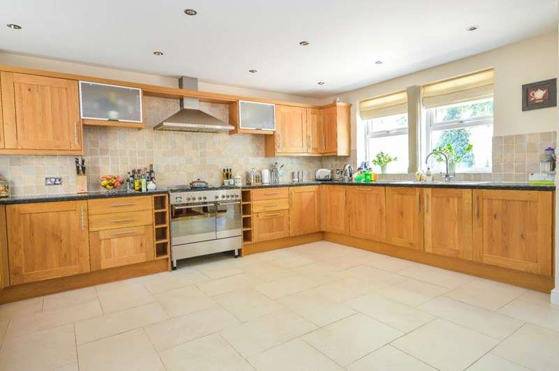 5 Bedrooms Detached House for sale in The Pieces South, Whiston, Rotherham