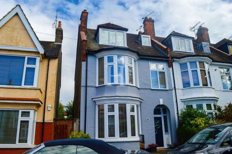 5 Bedrooms Terraced House for sale in Leighton Avenue, Leigh-On-Sea, Essex, SS9