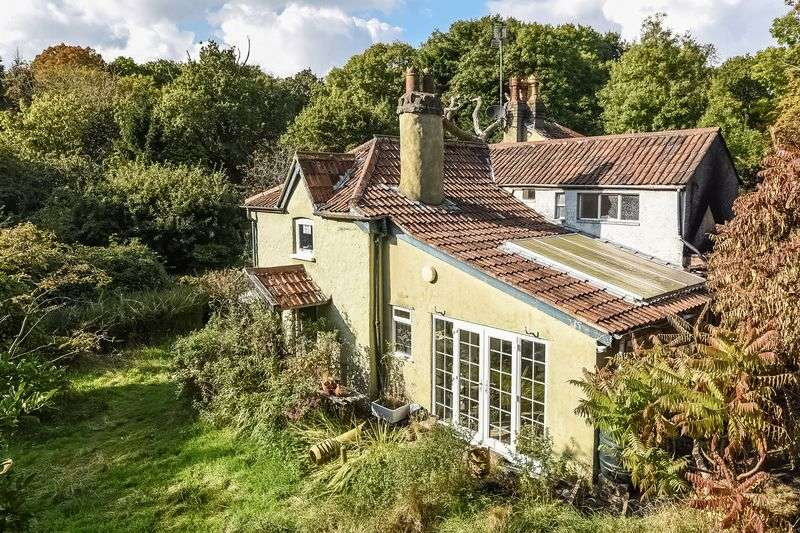 3 Bedrooms Detached House for sale in Rhodyate Hill, Congresbury, North Somerset