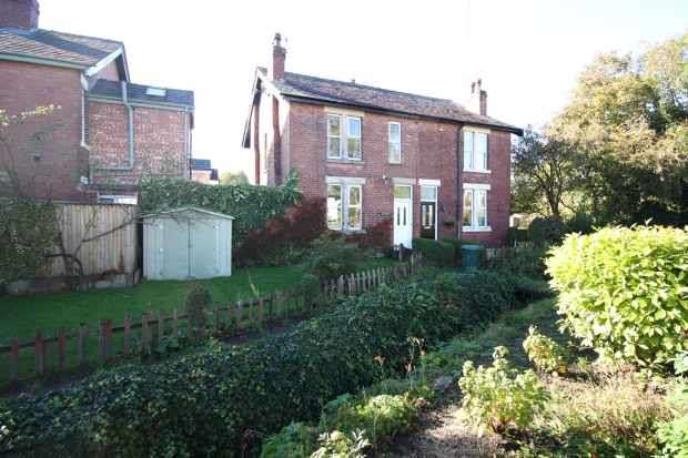 3 Bedrooms Semi Detached House for sale in Brook Lane, Ormskirk, Lancashire, L39 4RF