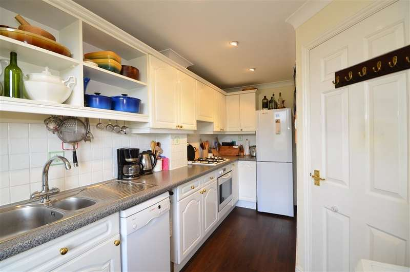 3 Bedrooms End Of Terrace House for sale in Station Road West, Canterbury, Kent