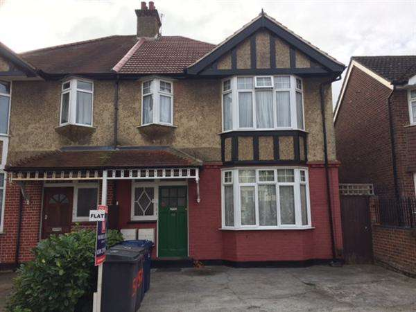 2 Bedrooms Flat for sale in Fairfield Crescent, Edgware