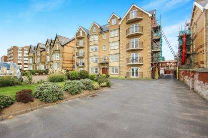 3 Bedrooms Flat for sale in Nicoll Court, 40 North Promenade, Lytham St. Annes, Lancashire, FY8