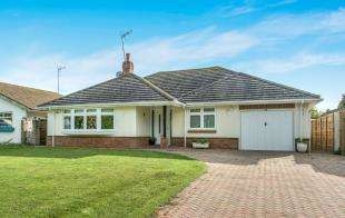 3 Bedrooms Bungalow for sale in Grasmere Road, Chestfield, Whitstable, Kent