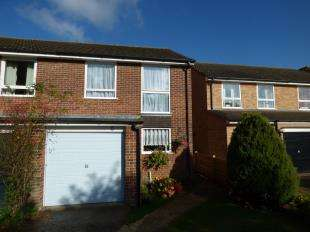 3 Bedrooms Semi Detached House for sale in Monarch Close, West Wickham