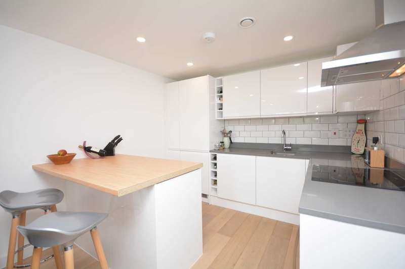 2 Bedrooms Apartment Flat for sale in Lindo Close, Chesham HP5
