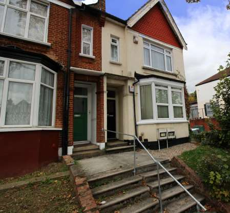 2 Bedrooms Flat for sale in Brownhill Road, Catford, Greater London, SE6 1AA