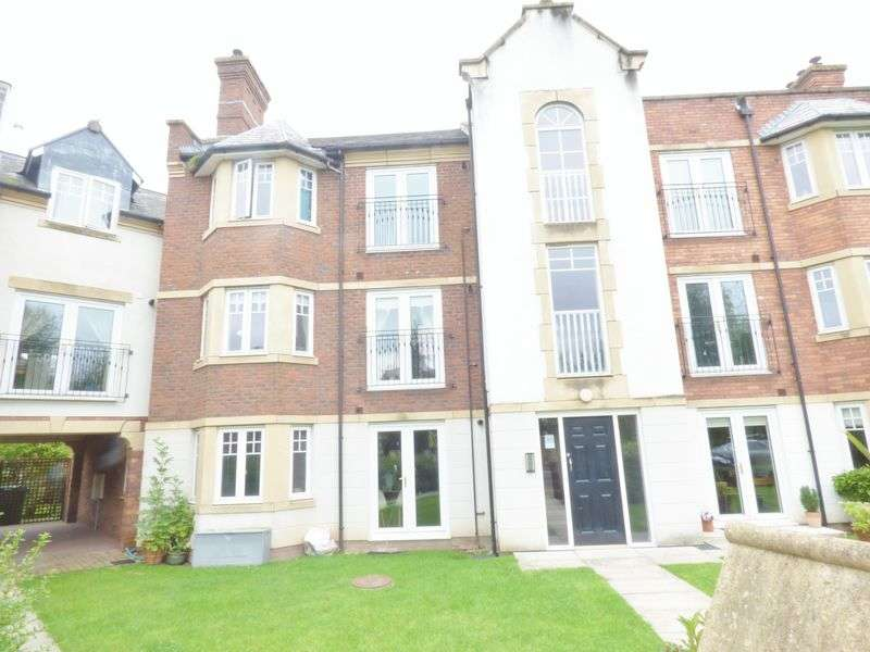 2 Bedrooms Flat for sale in Stockdale Drive, Warrington