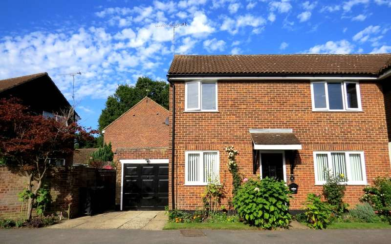3 Bedrooms Semi Detached House for sale in Alsa Leys, Bishop's Stortford, Hertfordshire, CM22