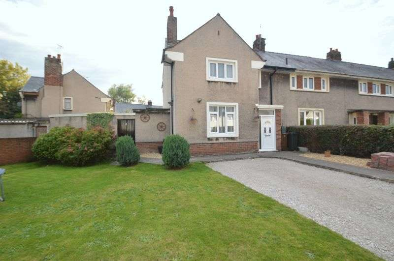 3 Bedrooms Semi Detached House for sale in Y Dreflan, Holywell