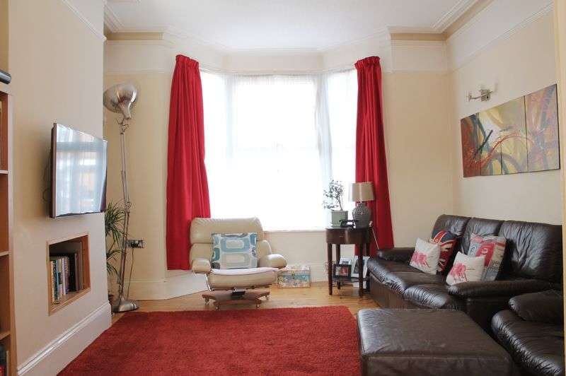 3 Bedrooms Semi Detached House for sale in Park Road, Enfield