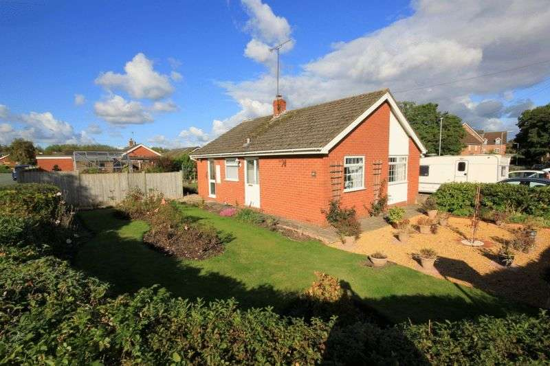 2 Bedrooms Detached Bungalow for sale in Hill Drive, Stone