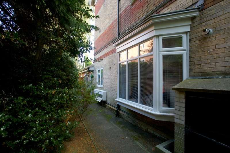 2 Bedrooms Flat for sale in Cavendish Place, Bournemouth, Dorset, BH1