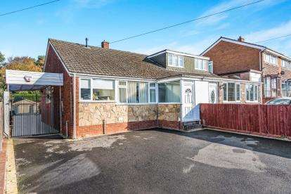 3 Bedrooms Bungalow for sale in Chase Road, Burntwood, Staffordshire, Staffs.