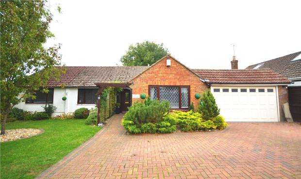 4 Bedrooms Detached Bungalow for sale in Foyle Park, Basingstoke, Hampshire