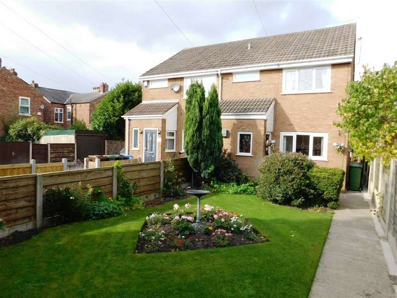 3 Bedrooms Property for sale in Arras Grove, Denton, Manchester