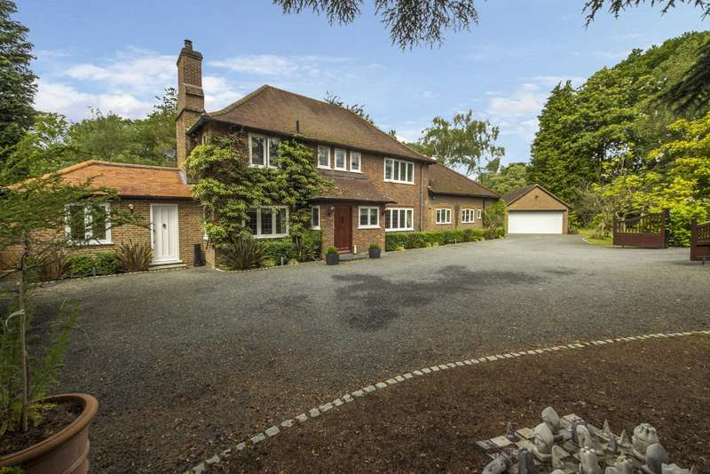 5 Bedrooms Detached House for sale in Hook Heath