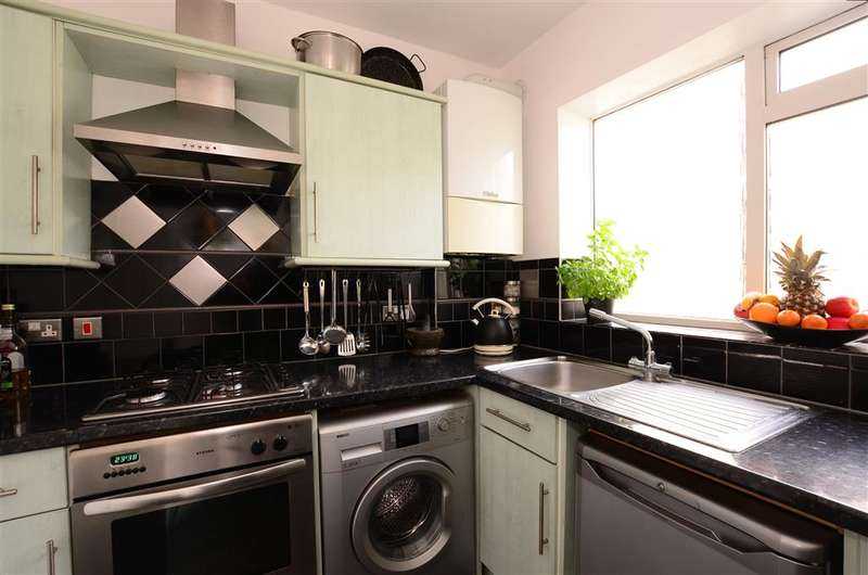3 Bedrooms Maisonette Flat for sale in Southview Road, Southwick, Brighton, West Sussex
