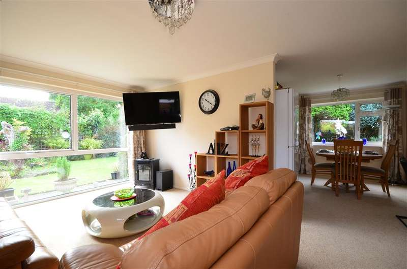 2 Bedrooms Detached Bungalow for sale in Cherry Tree Drive, Eastergate, West Sussex