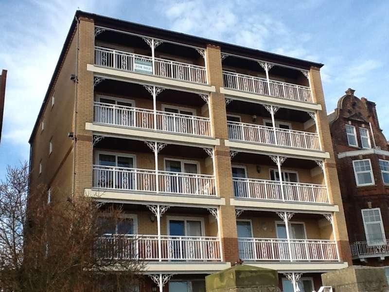 2 Bedrooms Flat for sale in Kirkley Cliff Road, Lowestoft