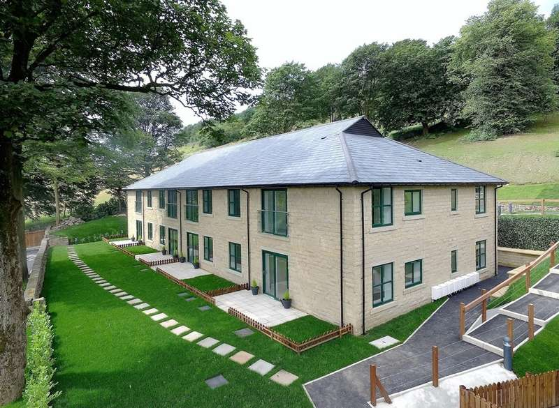 2 Bedrooms Flat for sale in 3 The Summerhouse Stoneswood Saddleworth