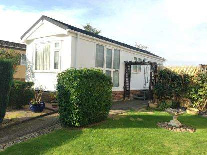 1 Bedroom Mobile Home for sale in Oughton Close, Hitchin, Hertfordshire, England