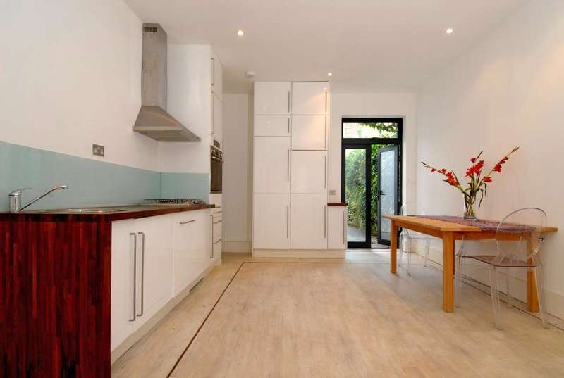 2 Bedrooms Ground Flat for sale in Clapham Manor Street, London, SW4