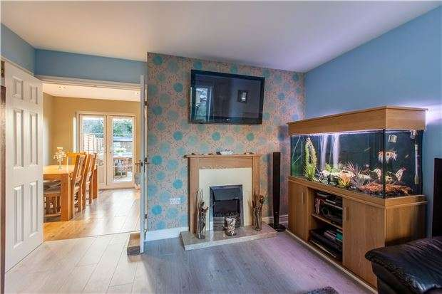3 Bedrooms Terraced House for sale in Park View Court, WITNEY, Oxfordshire, OX28 1GL