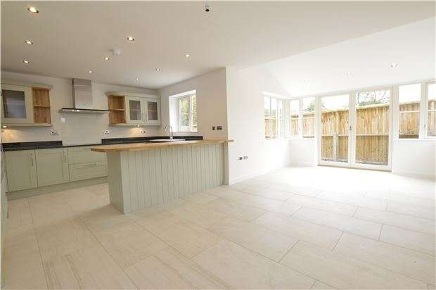 4 Bedrooms Detached House for sale in 2 The Acorns, North Road, Yate, BRISTOL, BS37 7LL