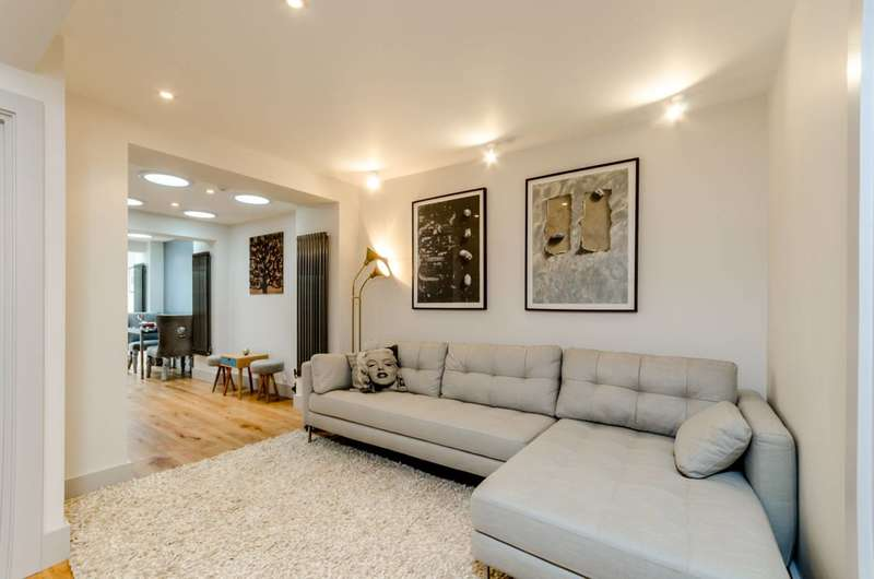 2 Bedrooms Flat for sale in Moffat Road, Thornton Heath, CR7