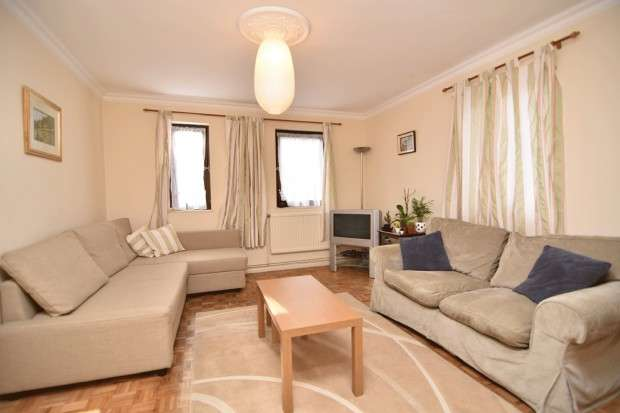 2 Bedrooms Flat for sale in Bovingdon Close, London, N19