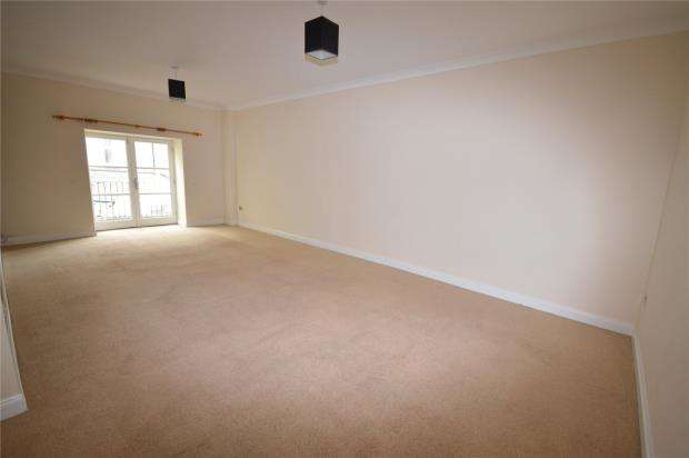 2 Bedrooms Flat for sale in Charlton Court, Bank Street, Teignmouth, Devon
