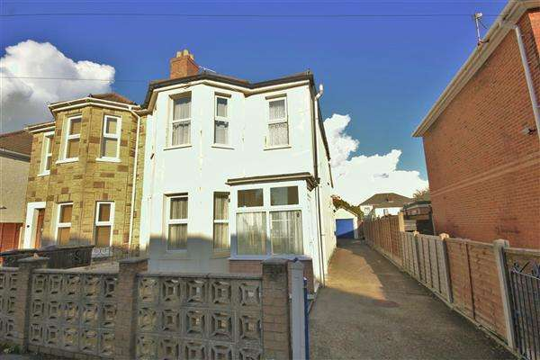 3 Bedrooms Semi Detached House for sale in Somerset Road, Bournemouth