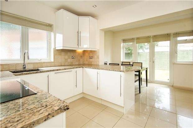 2 Bedrooms Semi Detached Bungalow for sale in The Retreat, KINGSBURY, NW9 0QB
