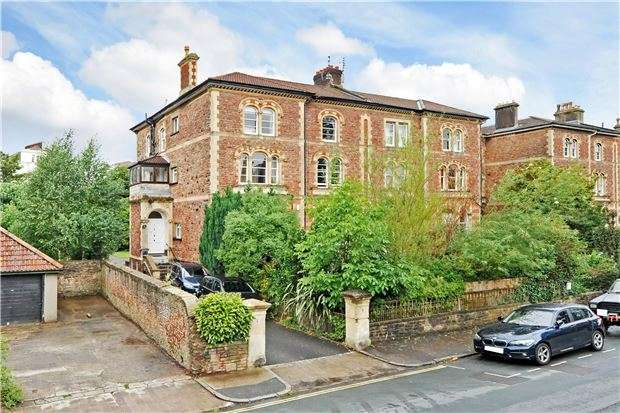 3 Bedrooms Flat for sale in First Floor Flat, 1 Apsley Road, Clifton, BRISTOL, BS8 2SH