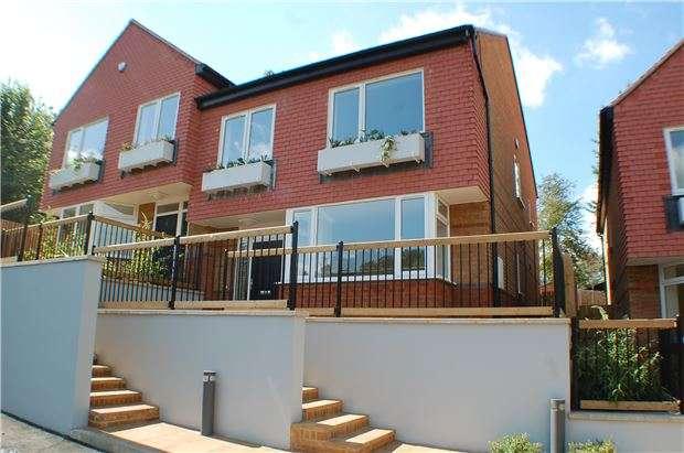 4 Bedrooms Semi Detached House for sale in Lawrences Close, Waddington Avenue, Coulsdon, Surrey, CR5 1QP