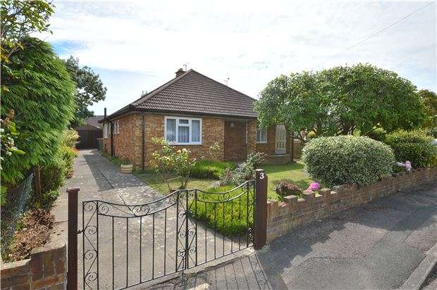 2 Bedrooms Detached Bungalow for sale in Lears Drive, Bishops Cleeve, CHELTENHAM, Gloucestershire, GL52 8NR