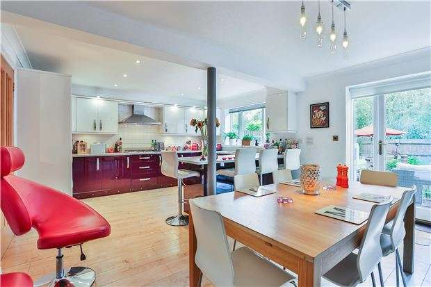 5 Bedrooms Town House for sale in Woodford Mill, WITNEY