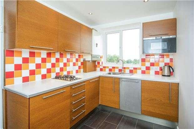 1 Bedroom Flat for sale in Innes Gardens, Putney, LONDON, SW15