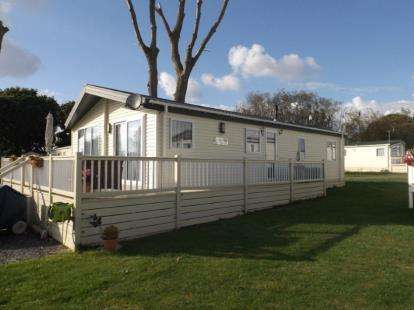 2 Bedrooms Mobile Home for sale in Highfield Grange, London Road, Clacton On Sea