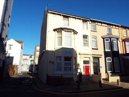 6 Bedrooms End Of Terrace House for sale in Vance Road, Blackpool, Lancs, ., FY1