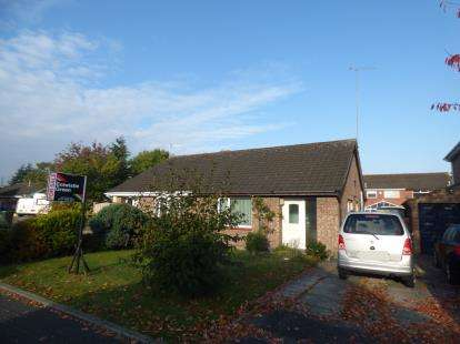 2 Bedrooms Bungalow for sale in Lime Tree Close, Whitby, Ellesmere Port, Cheshire, CH66