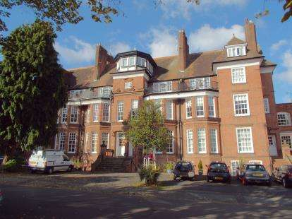 2 Bedrooms Flat for sale in De Montfort Court, 6 Stoneygate Road, Leicester, Leicestershire