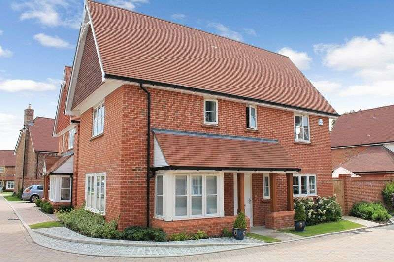 3 Bedrooms Detached House for sale in Bramble Close, Barns Green