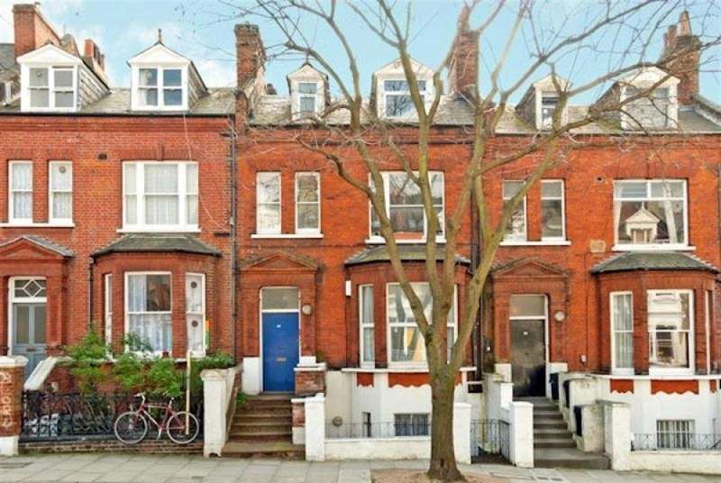 2 Bedrooms Flat for sale in Hemstal Road, London, NW6 2AB