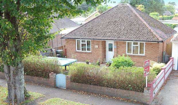 2 Bedrooms Detached Bungalow for sale in Old Manor Road, Rustington, West Sussex, BN16