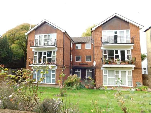 2 Bedrooms Flat for sale in Adelaide Road, Surbiton