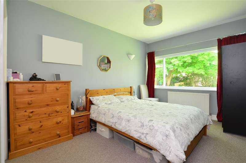 2 Bedrooms Apartment Flat for sale in Clifton Crescent, Folkestone, Kent